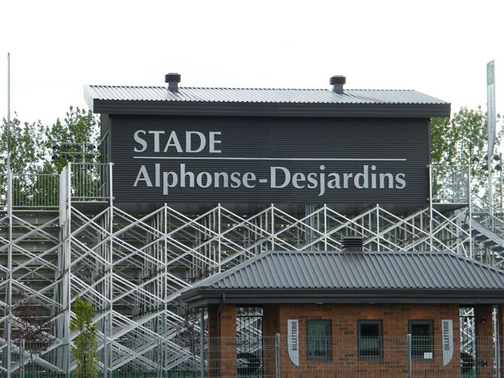 Stade Alphonse-Desjardins - équipements
